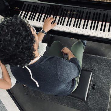 Musik ist wie Malerei – Klassen 3 und 4 erhalten Konzert von Dr. Sellami